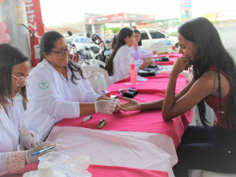 Ações do Outubro Rosa estimulam a participação da população no controle do câncer de mama