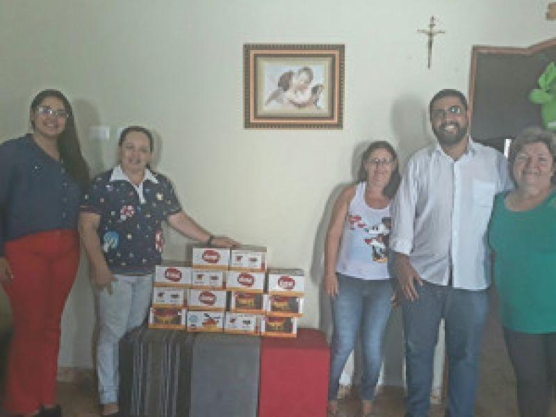 Procon Arapiraca doa brinquedos arrecadados durante Ação Criança Segura