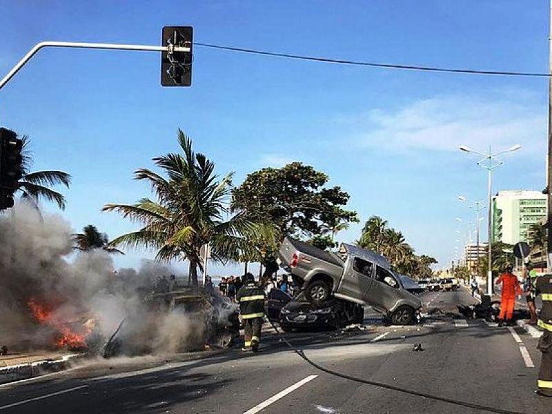 Grave acidente envolvendo seis veículos resulta em uma vítima fatal e várias pessoas feridas