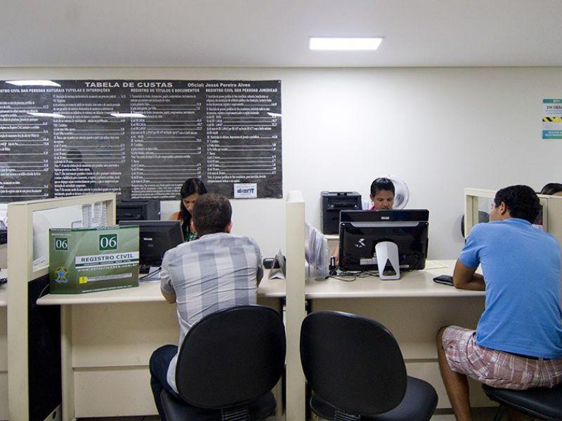Nova lei dispensa autenticar cópias e reconhecer firma no serviço público