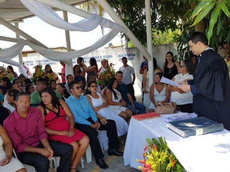 Justiça Itinerante celebra união de 107 casais em Coruripe