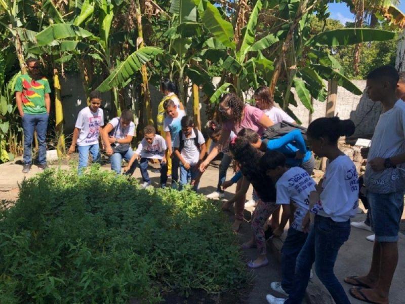 Patrulheiros ambientais mirins do Ronda no Bairro fazem visita técnica ao IMA
