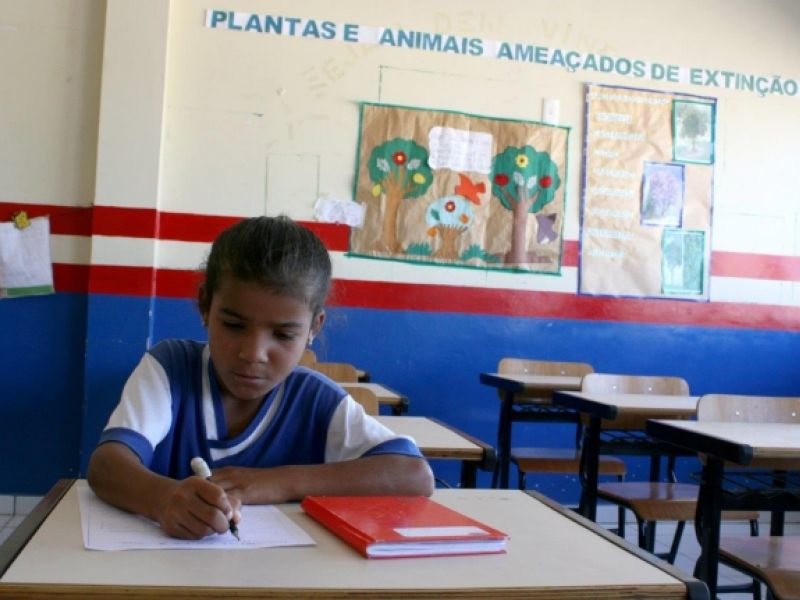 Beneficiários do Bolsa Família devem informar mudança de escola dos filhos