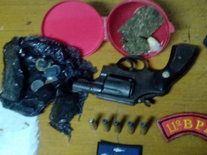 Armas de fogo e drogas são apreendidas durante o fim de semana em Penedo