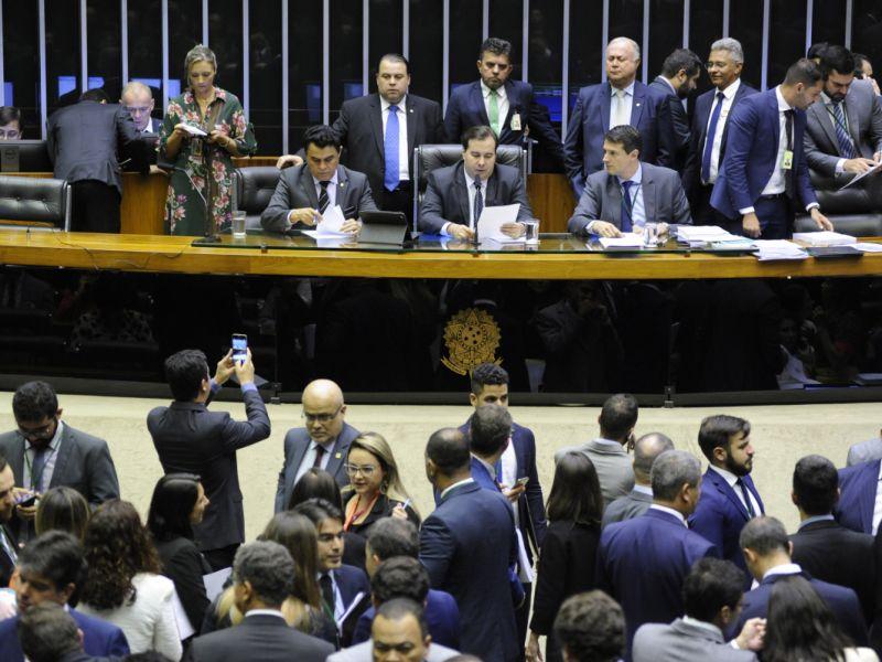 Câmara pode votar projeto que autoriza União, estados e municípios a cederem crédito de dívida