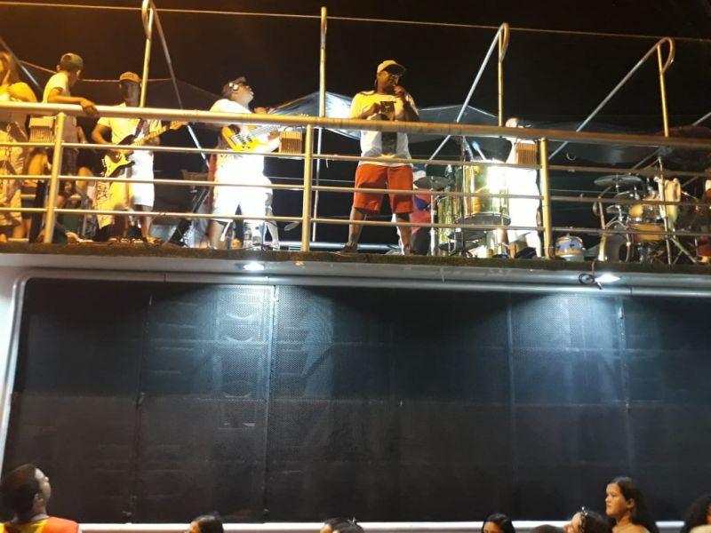 Bloco H²O desfila em Penedo durante mais uma prévia carnavalesca