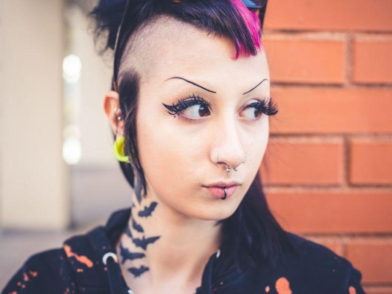 O Punk voltou! Veja looks e combinações