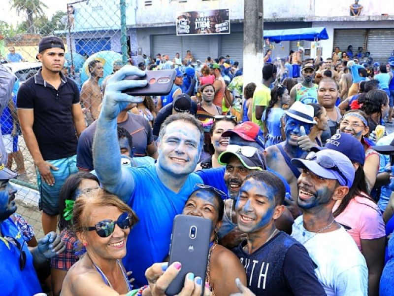 Governador prestigia desfile do tradicional bloco Tudo Azul, em Murici