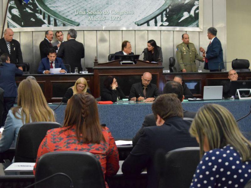 Assembleia aprova, em 1º turno, 62 anos de idade para militares ingressarem na reserva
