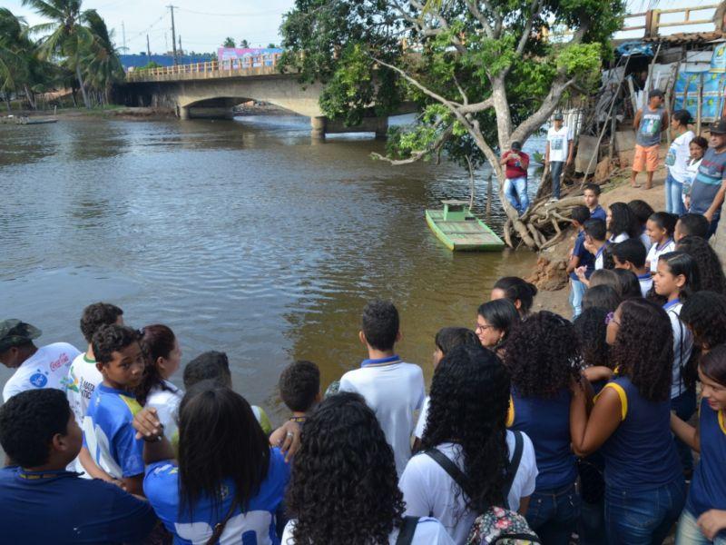 Estudantes ligados ao INAN participam de análise da qualidade da água em Coruripe