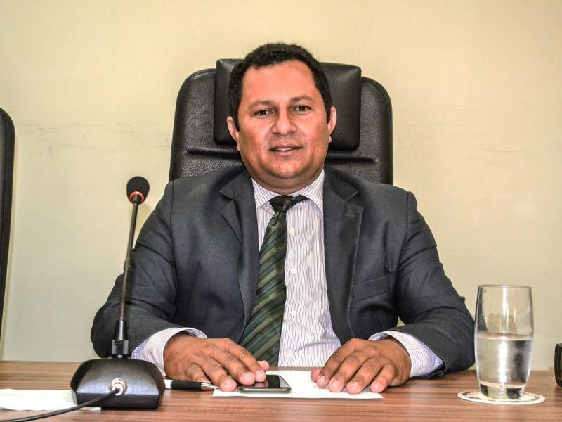 Vereador Valdinho Monteiro rebate críticas contra a gestão de Alexandre Toledo