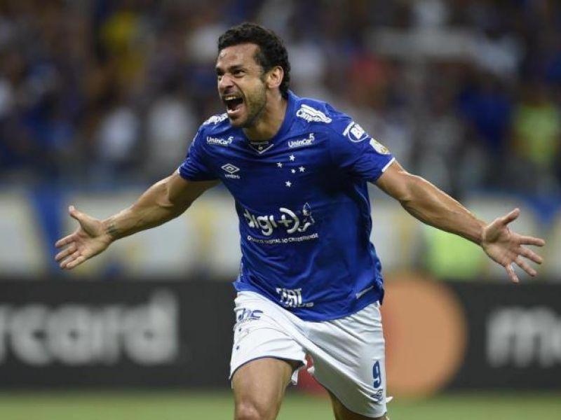 Com três de Fred, Cruzeiro goleia e se garante nas oitavas da Liberta