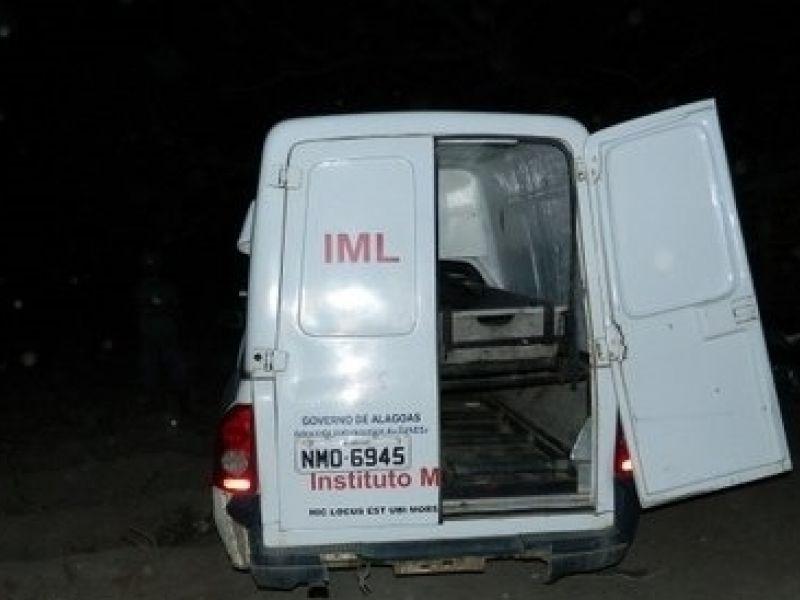 Homem tem casa invadida por homens armados, tenta fugir, mas acaba morto em Penedo