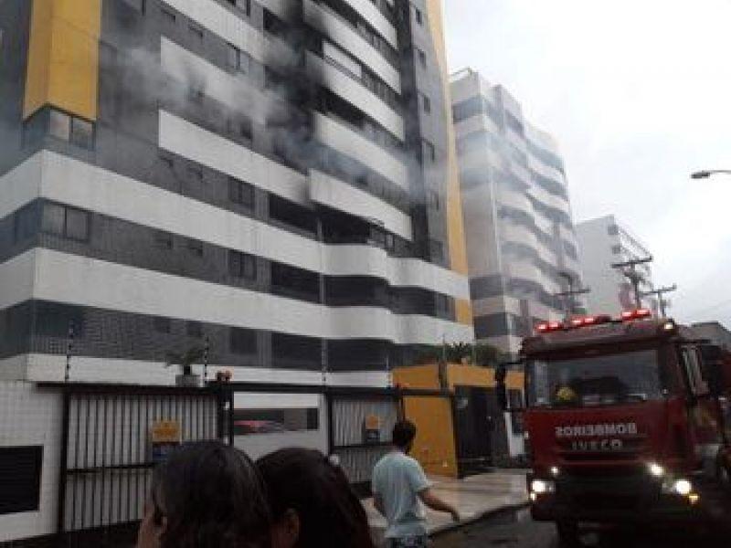 Incêndio em apartamento da Jatiúca deixa uma pessoa morta em Maceió