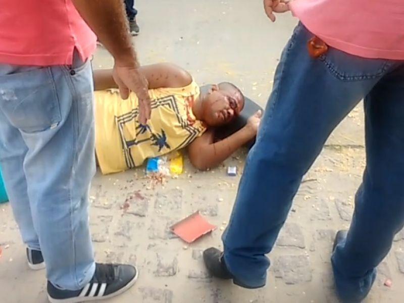 Acidente envolvendo carro e motocicleta deixa homem gravemente ferido em Penedo