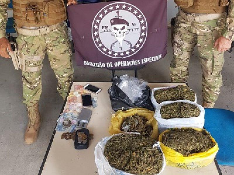 Suspeito de tráfico de drogas é preso com mais de quatro quilos de maconha