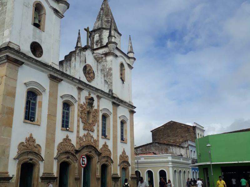 Homem cai de uma das torres da Igreja de São Gonçalo, no Centro de Penedo