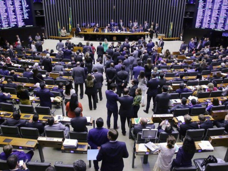 Deputados podem votar projeto que amplia permissão para porte de armas