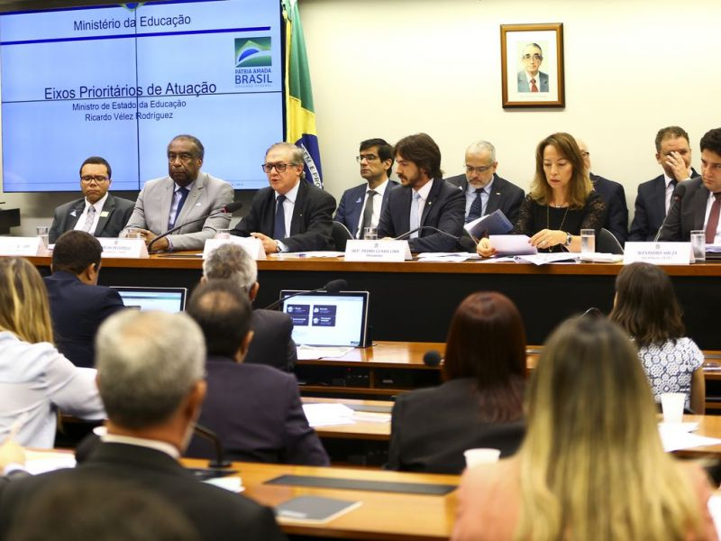 Comissão proíbe cobrança da primeira via de diploma por universidades e escolas