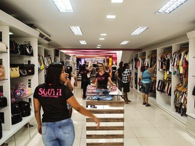 Loja de roupas e acessórios abre seleção e recebe currículos no Centro de Penedo
