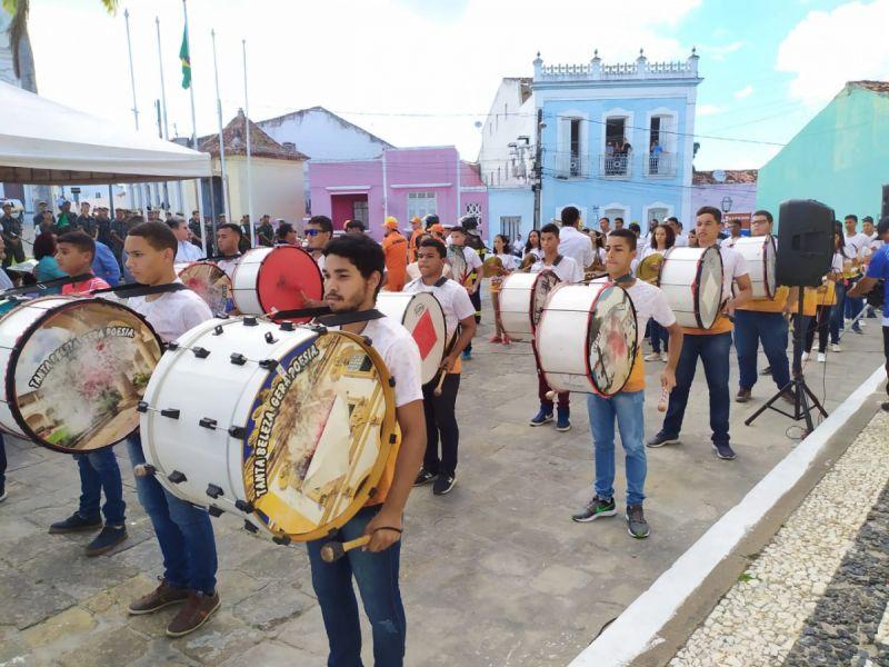 Fanfarra da Escola Estadual Comendador José Peixoto comemora 50 anos em desfile