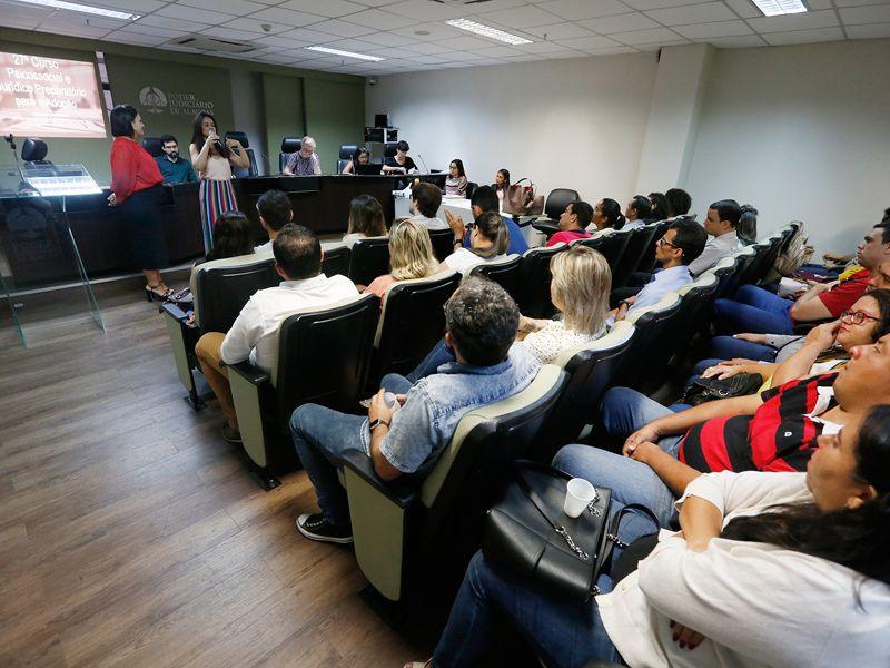 Vara da Infância e Juventude prepara mais 50 pessoas para adoção