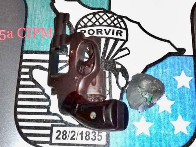 Jovem de 23 anos é preso em Neópolis após ser flagrado com maconha e revolver