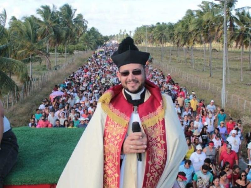 Padre de Piaçabuçu repudia utilização de sua imagem em Fake News