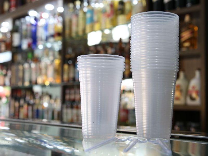 Lei que proíbe plástico em comércio da cidade de SP divide opiniões