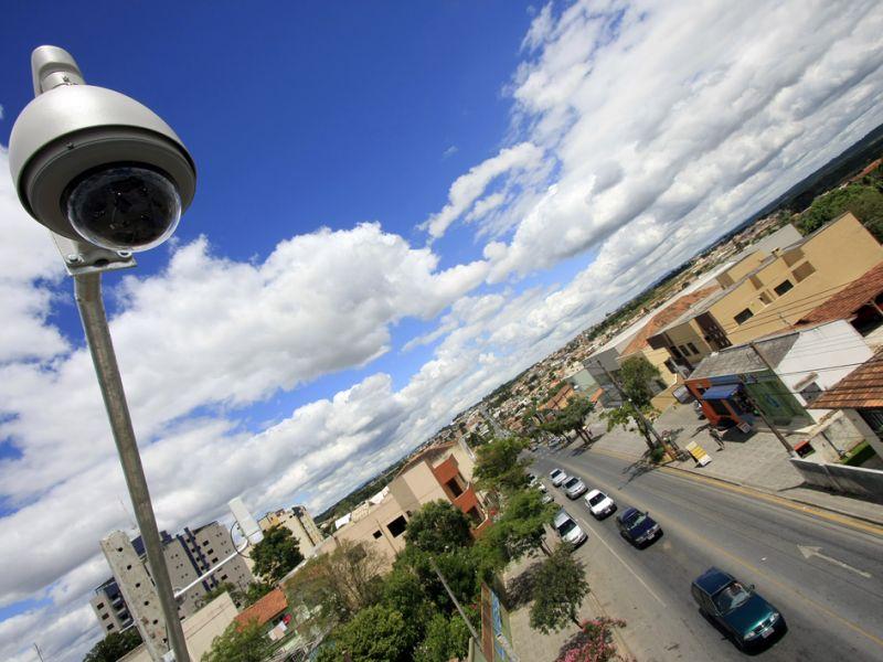 Cidades com mais de 30 mil habitantes terão que instalar câmeras de monitoramento