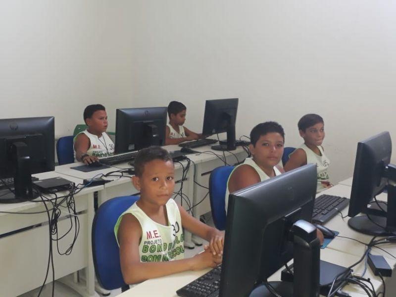Crianças do Bom de Bola, Bom na Escola terão aulas de informática