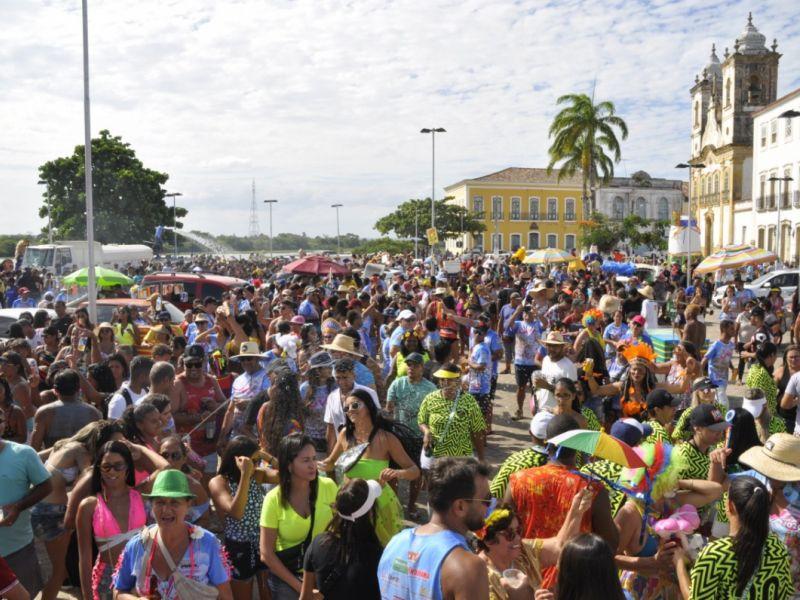 """Mar de gente invade as ruas de Penedo em mais uma edição do """"Ovo da Madrugada"""""""