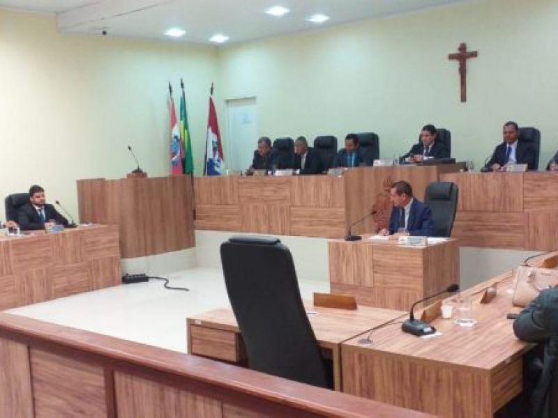 Vereadores aprovam alteração em lei sobre serviço de táxi em Penedo