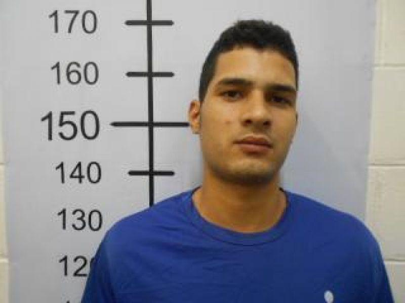 Polícia procura jovem com extensa ficha criminal acusado de invadir residência em Penedo