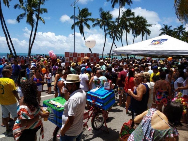 Sábado de carnaval em Maceió tem programação com blocos de rua e shows