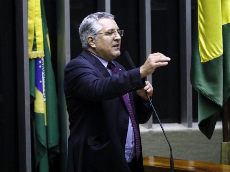 Projeto prevê impeachment de presidente que desrespeitar orientação da saúde pública
