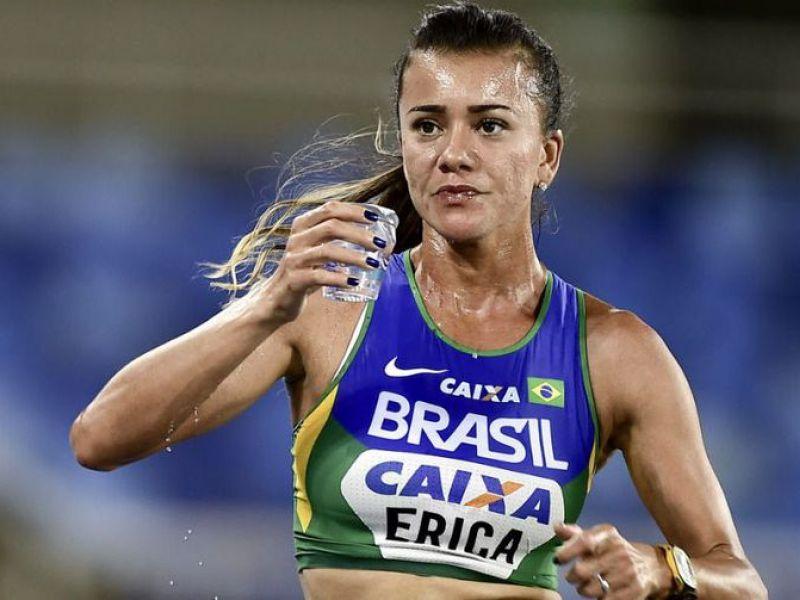 No exterior, atletas brasileiros improvisam para enfrentar quarentena