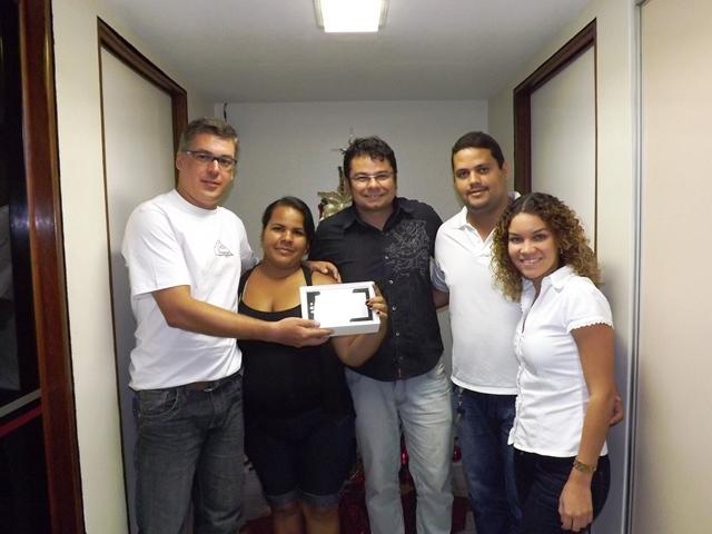 Aqui Acontece Monise Dos Santos Recebe Seu Tablet Da Promoção De Natal